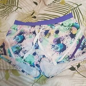 """🍍Jessica Simpson """"The Warm Up"""" Shorts 🍍"""